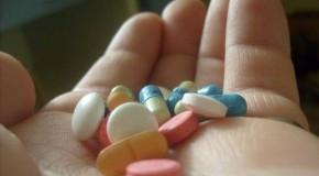 Cuidado, tomar remédios por conta própria pode matar